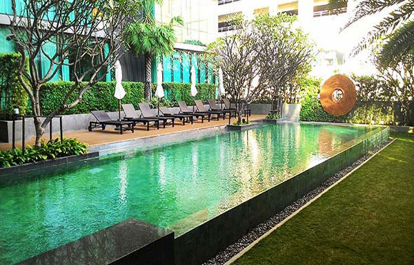 The-Room-Sumhumvit-21-Bangkok-condo-for-sale-swimming-pool-3